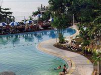 Ferringhi Beach Hotel бассейн