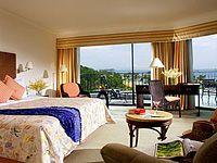 Номер с панорамными окнами в отеле Shangri-La Rasa Sentosa 4*, Сентоза, Сингапур