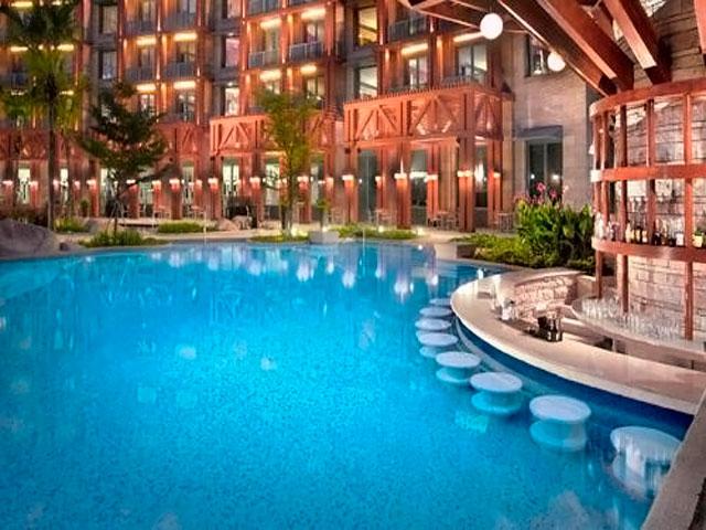 Resorts World Sentosa: Hard Rock Hotel - swimming pool