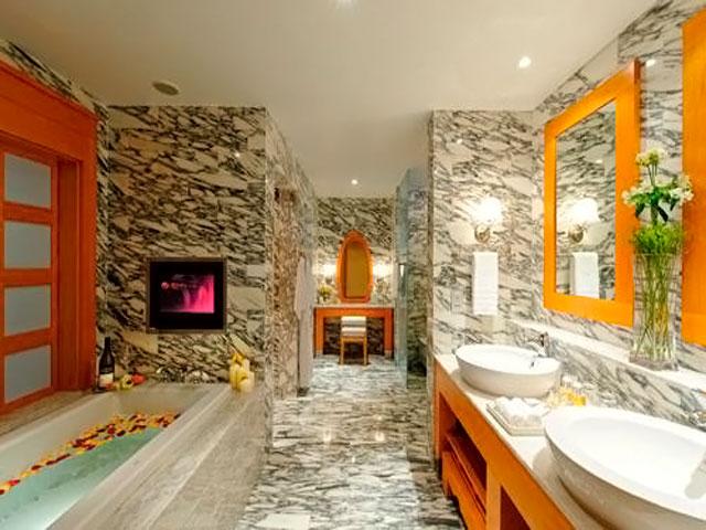 Resorts World Sentosa: Hotel Michael - Suite Bathroom