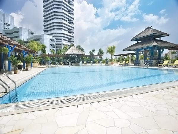 Бассейн в отеле Prakroyal on Beach Road 4*, Сингапур